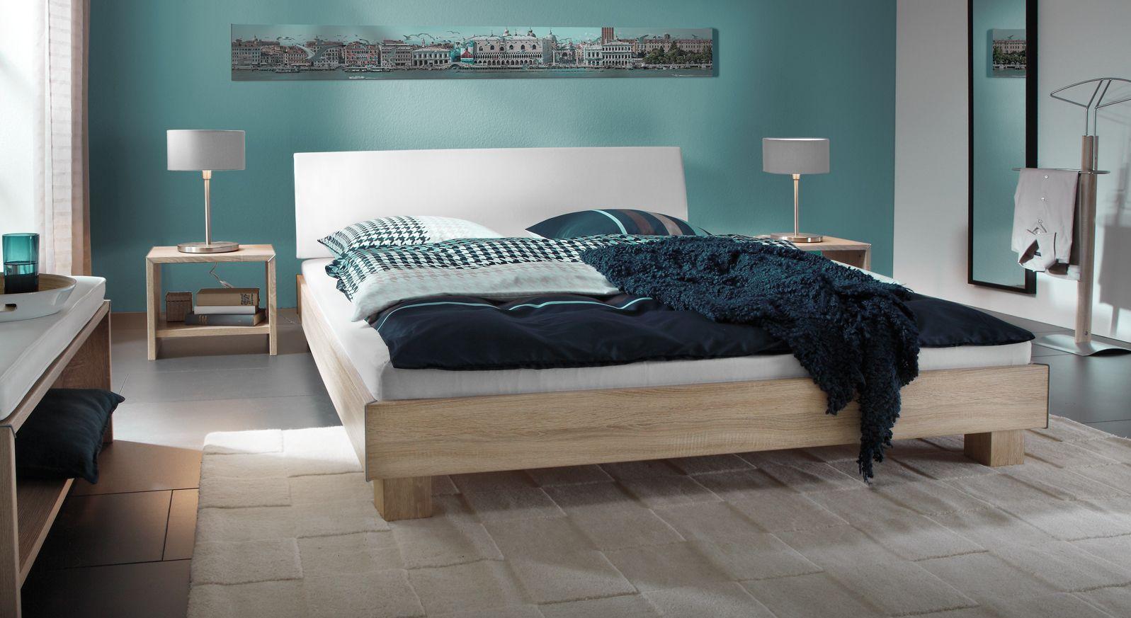 Bett 200x200 mit stabilen Blockfüßen
